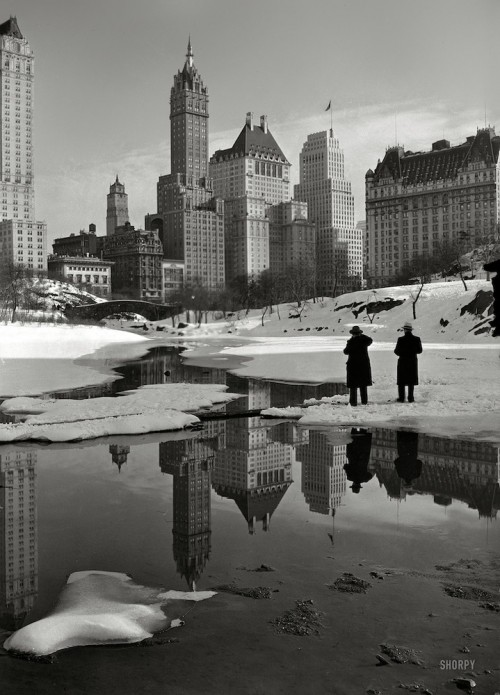 black and white vintage picture of snowbound new york