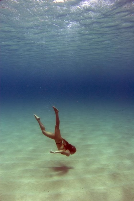 woman diving to ocean floor