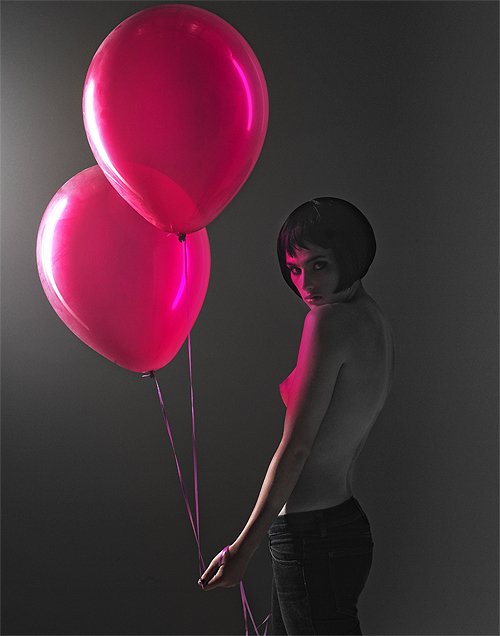 Red balloons and nude