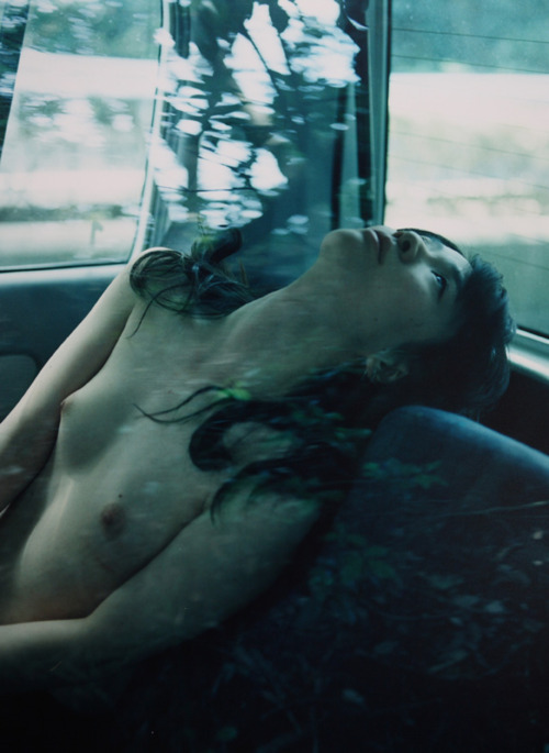 nude woman in car