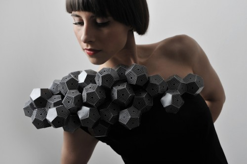 Black dodecahedron ruffle