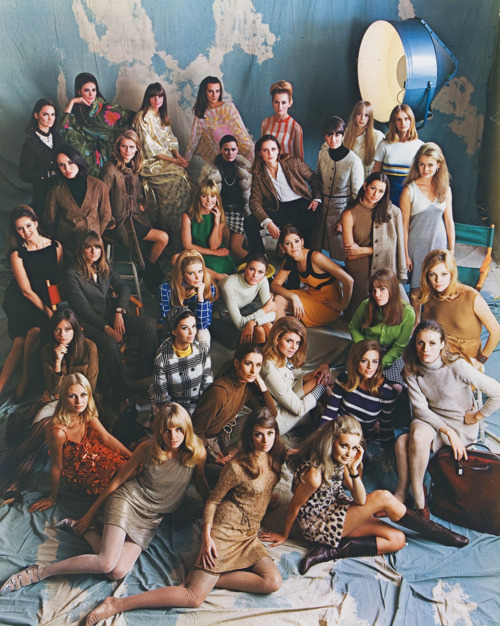 photograph of many women in the ford modeling agency