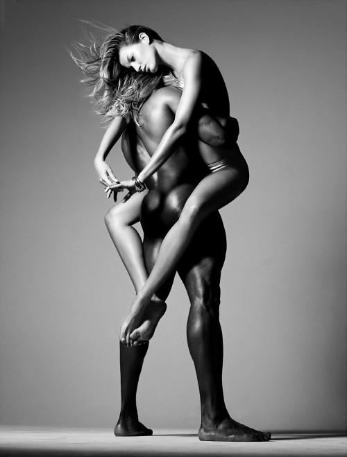 gisele bundchen carried by nude man