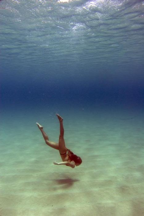woman diving to ocean floor