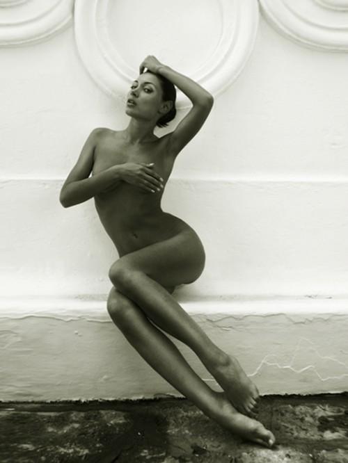 Nude photograph of Anna Grigorenko by Robert Voltaire