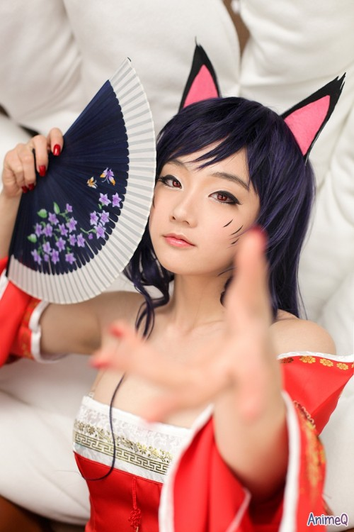 Ahri from League of Legends cosplayed by Miyuko from Spcats