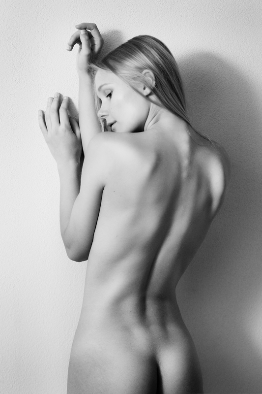 Artistic Nude - J. I by *Hely29